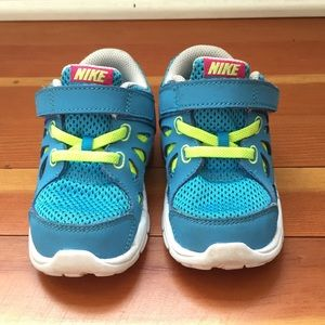 🆕 Nike Blue & Green Toddler Sneakers Size 8